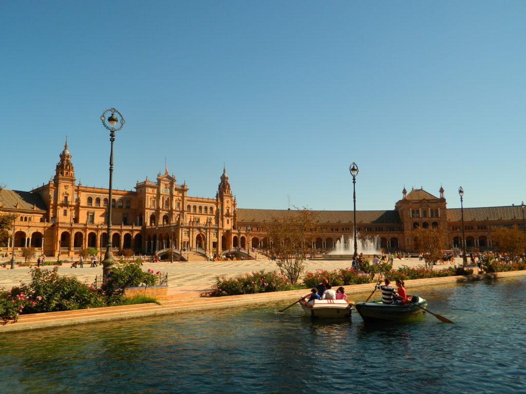 Plac Hiszpański w Sewilli, listopad, łódki na placu hiszpańskim w Sewilli
