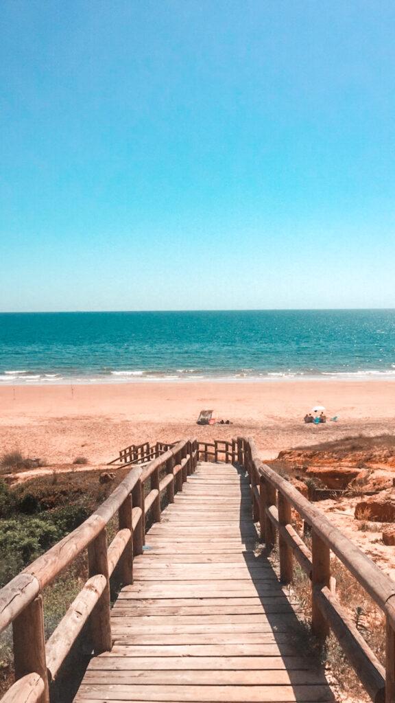 plaża Rompeculos, prowincja Huelva, Andaluzja, wejście na plażę Rompeculos