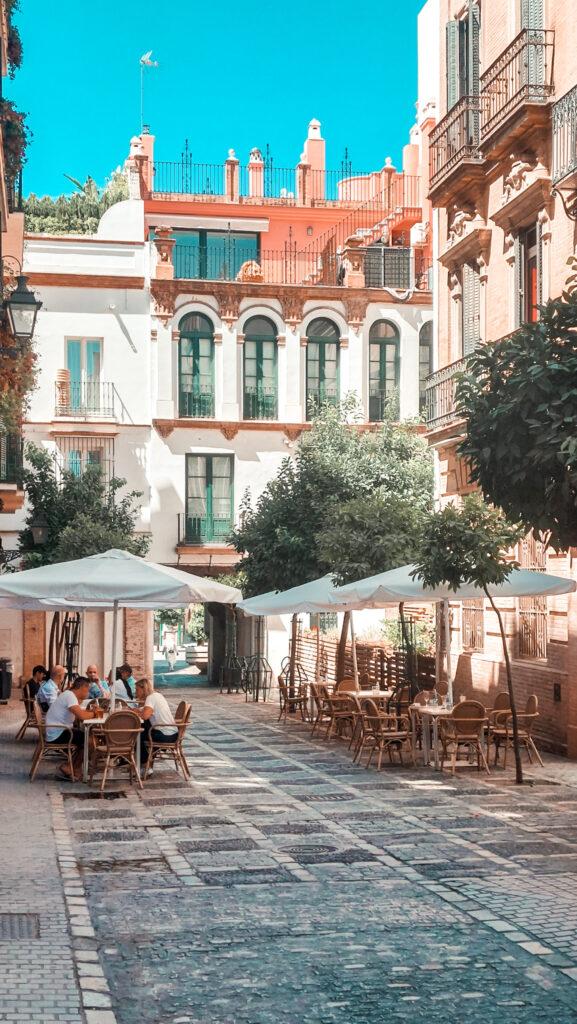 Plac w Sewilli, ulice sewilli, bar na ulicy